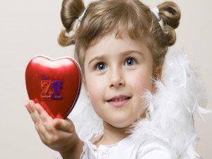 Расширенным зрачком дети привлекают внимание взрослых