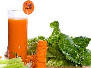 Очень полезна смесь соков моркови, петрушки и сельдерея