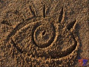 Очень неприятное ощущение песка в глазу