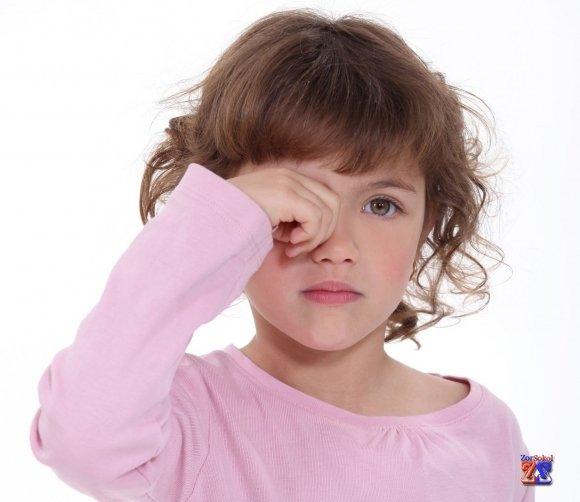 пожалуйста, какого почему ребенок трет глазки войны