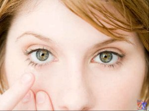 Роговица может повредиться при неправильном использовании контактных линз