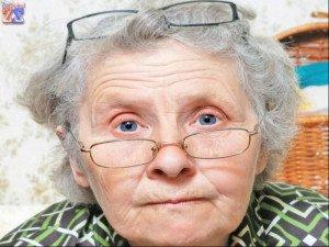 В основном старческая дальнозоркость корректируется очками или линзами