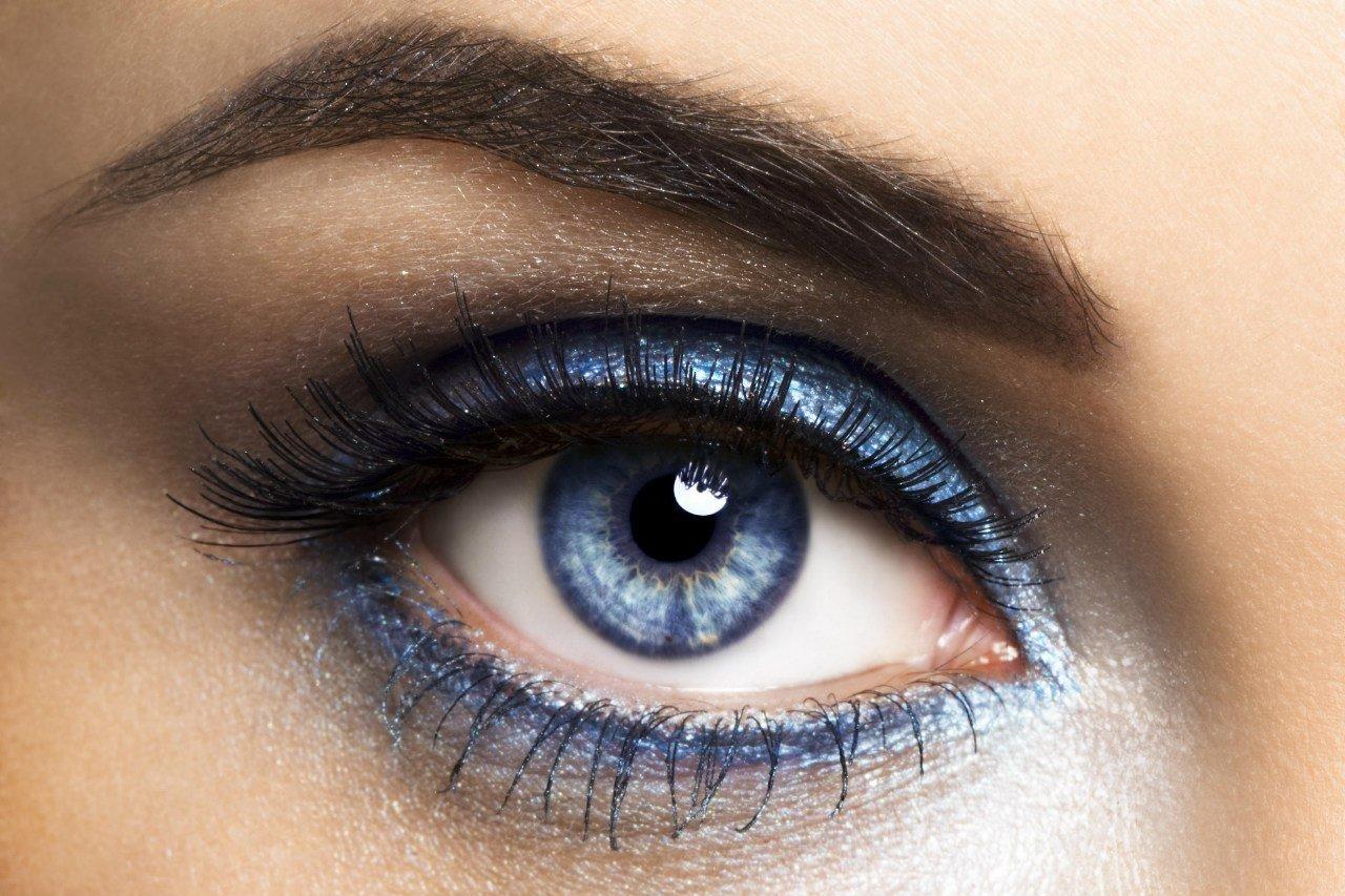 В ее глазах – изменчивое море…